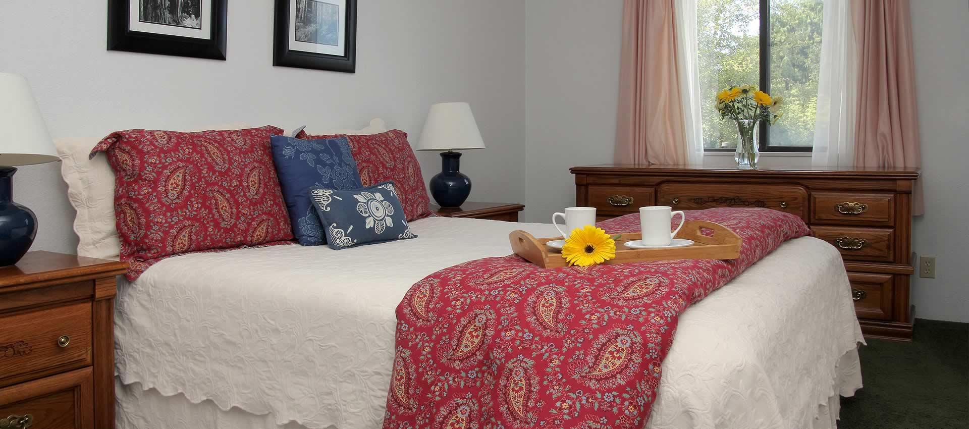 Select Suites queen bed room