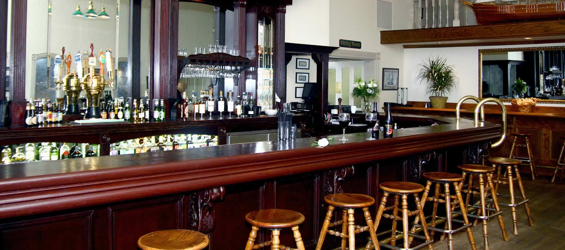 redwood suites - Victorian Inn bar